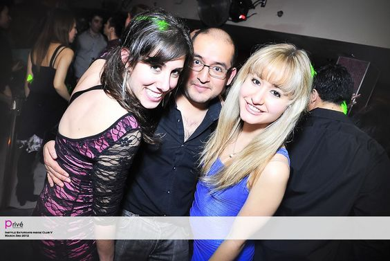 InStyle Saturdays inside Club V